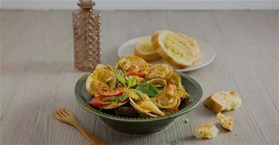 Bật mí cách làm nghêu xào cà ri kiểu Thái ngon miễn chê