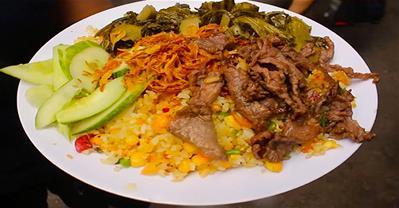 Cách làm cơm rang dưa bò ngon tại nhà của người Hà Nội