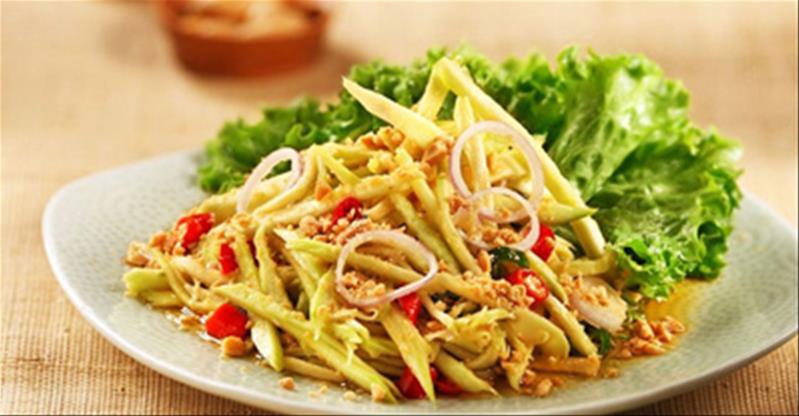 Cách làm gỏi xoài chua cay kiểu Thái càng ăn càng thèm