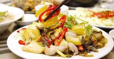 Cách làm lòng cá xào dưa chua thơm giòn ngon cơm