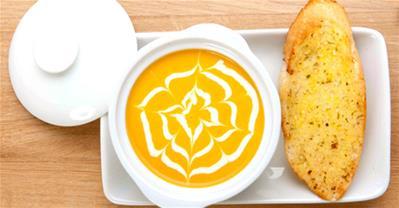 Cách làm soup kem bí đỏ béo ngậy, ngon ngất ngây