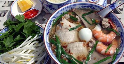 Cách nấu hủ tiếu Nam Vang đơn giản đúng chất Nam Bộ