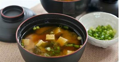Hướng dẫn cách nấu súp Miso rong biển đơn giản hấp dẫn
