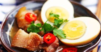 Mách bạn cách làm thịt kho nước dừa ngon đúng điệu