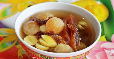 Nấu chè hạt sen long nhãn mát lạnh thanh nhiệt mùa hè