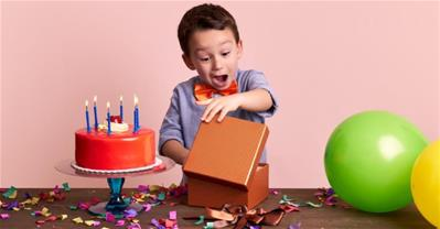 Quà sinh nhật cho bé trai theo độ tuổi khiến bé thích mê