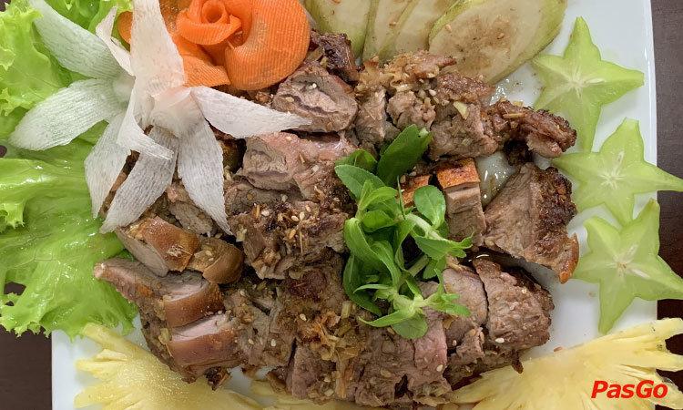 nha-hang-de-nui-luon-dong-phan-chu-trinh-1