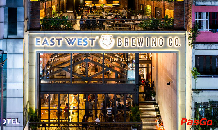 nha-hang-east-west-brewing-ly-tu-trong-1