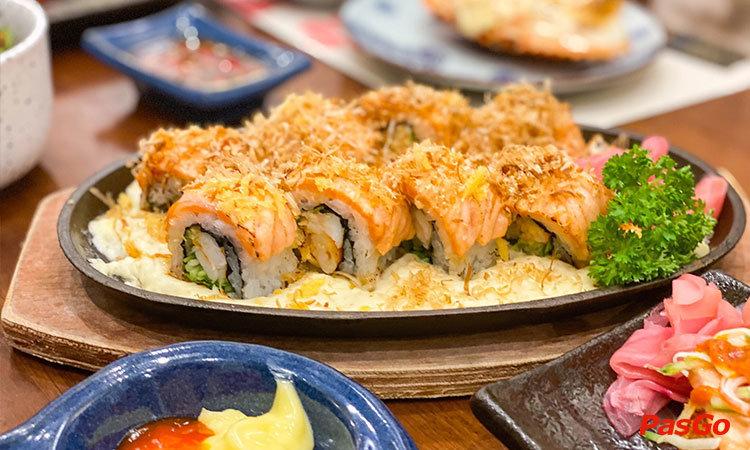 nha-hang-sushi-102-thach-thi-1