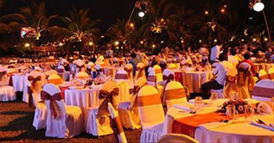 Nhà hàng tổ chức tất niên không gian rộng đẹp, khoảng 300k ở Hà Nội
